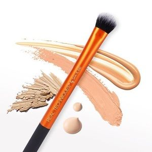 Real Techniques • Concealer Brush